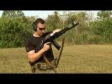 Автомат Калашникова в руках профессионального американского бойца